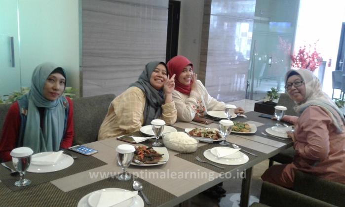 Makan siang Pelatihan Ekspor Impor di Atlantic City Hotel Bandung